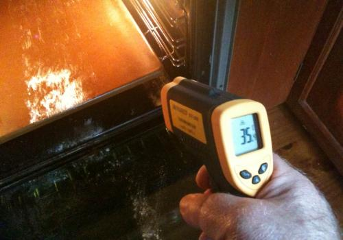 Measures any point - good for checking baking stone temperature orfinding hot spots