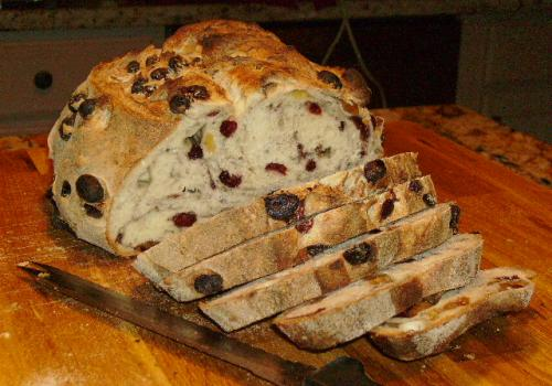 Aug '08 Golden Raisin, Allspice & Cranberry loaf --- extra-primo-yummy toasted