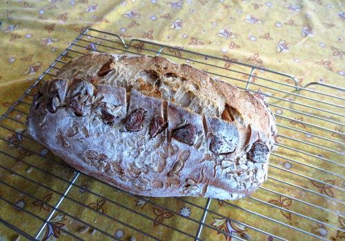 Dried fig & sunflower seed bread